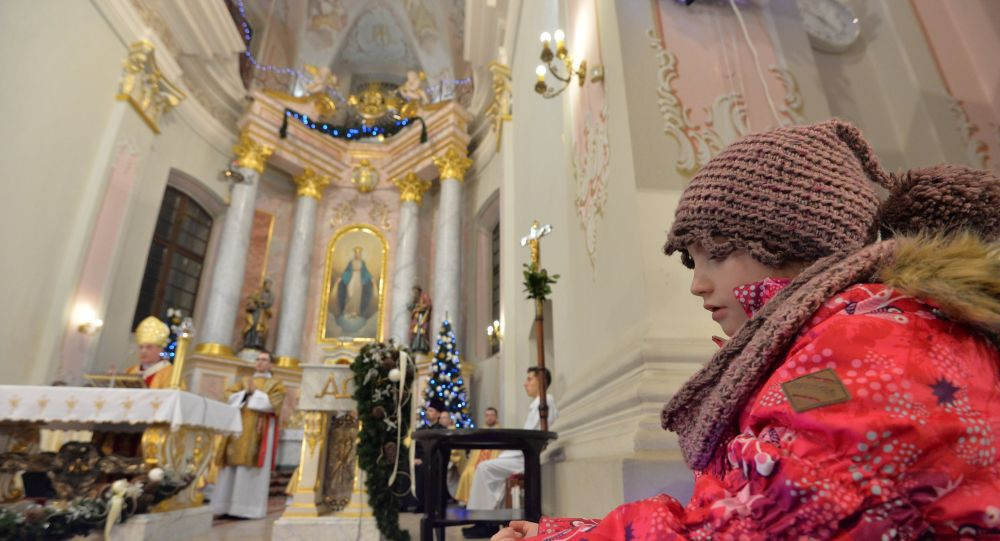 РКЦ в Белоруссии из-за пандемии отменила традиционные рождественские встречи и деление облаткой