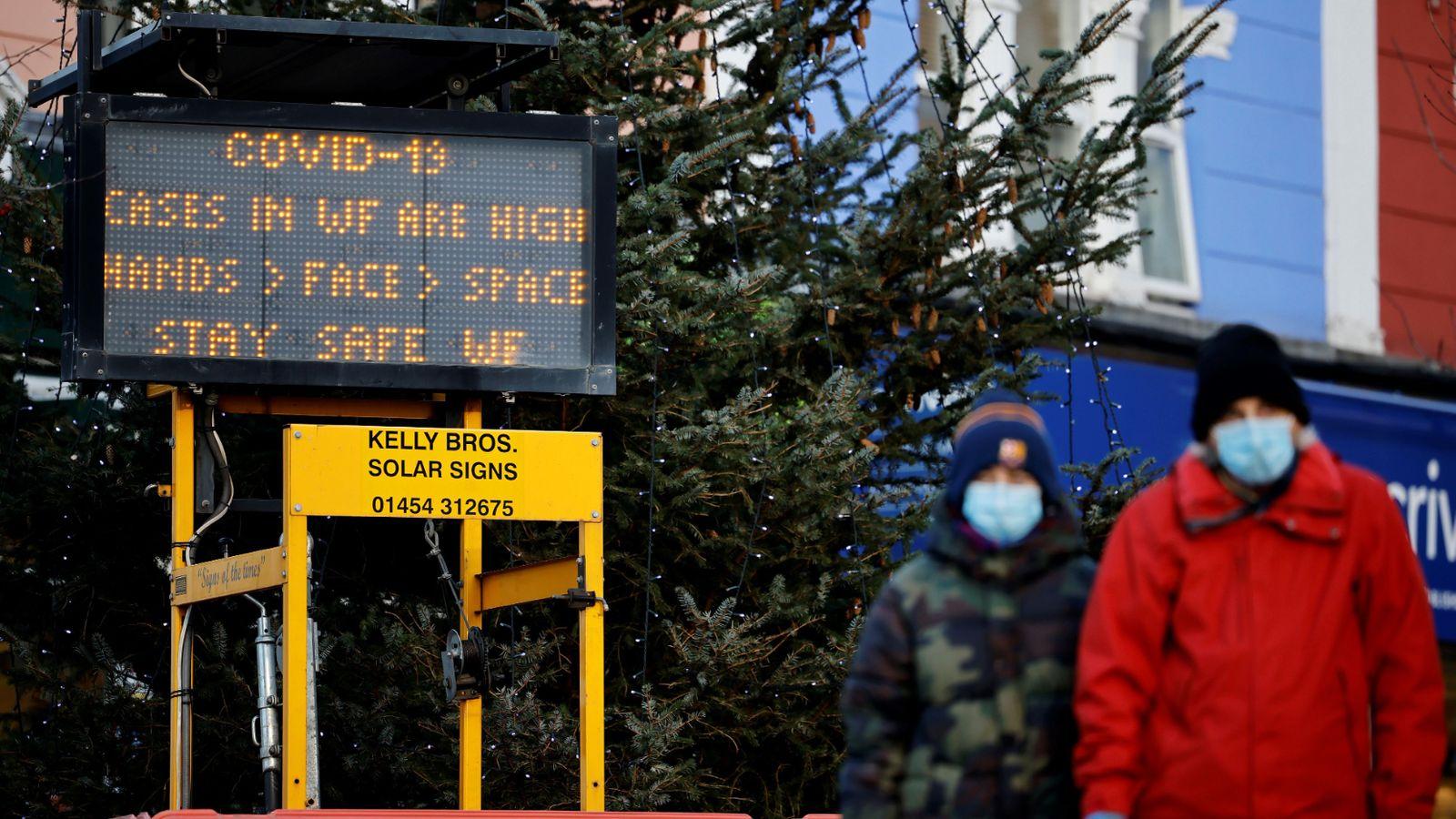 Премьер Великобритании пообещал не «запрещать Рождество» из-за коронавируса