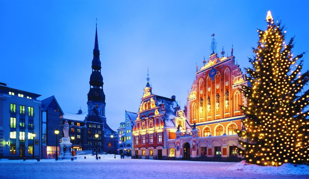 Латвия: на Рождество в церквях ограничат количество верующих
