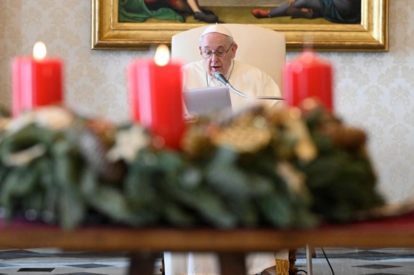 Молитва пропускает свет даже в самом густом мраке. Общая аудиенция Папы 9 декабря