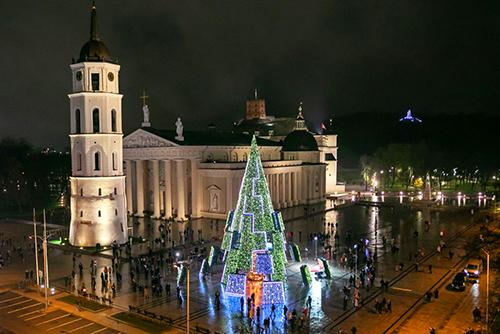 Названа самая красивая рождественская елка Европы