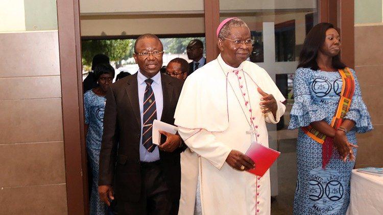 Епископы африканской страны не поощряют виртуального участия в Святой Мессе
