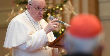 Папа — прелатам Римской Курии: «Господь никогда не оставляет Свой народ»