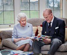 Елизавета II и принц Филипп впервые с 1980-х годов проведут Рождество без семьи