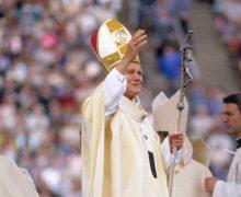 Дмитрий Быков о святом Иоанне Павле II: «Счастливый Папа»