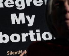 Байден отменил запрет финансирования абортов: реакция американских епископов