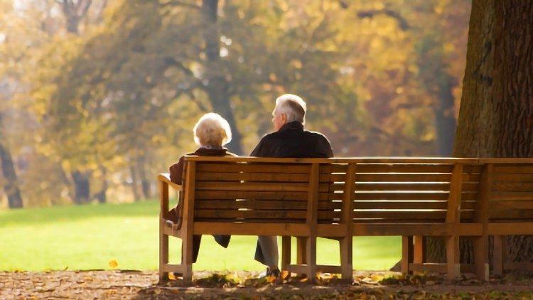 Папа Франциск учредил День дедушек, бабушек и пожилых людей