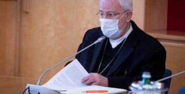 Итальянские католики снова смогут обмениваться приветствием мира, однако без рукопожатий и объятий