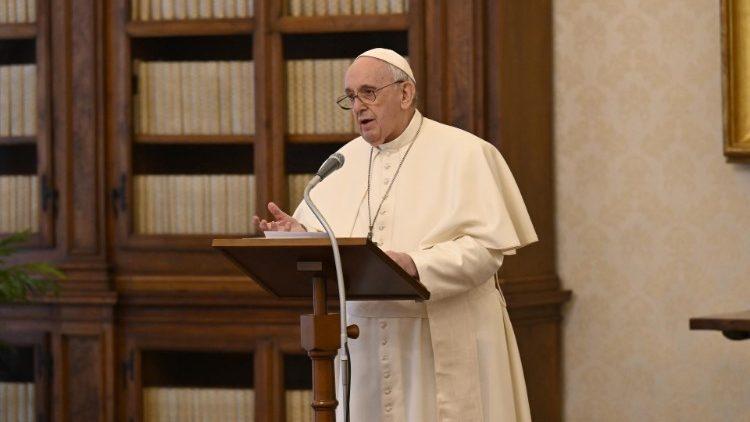 В связи с недомоганием Папы Франциска произошли изменения в программе церемоний