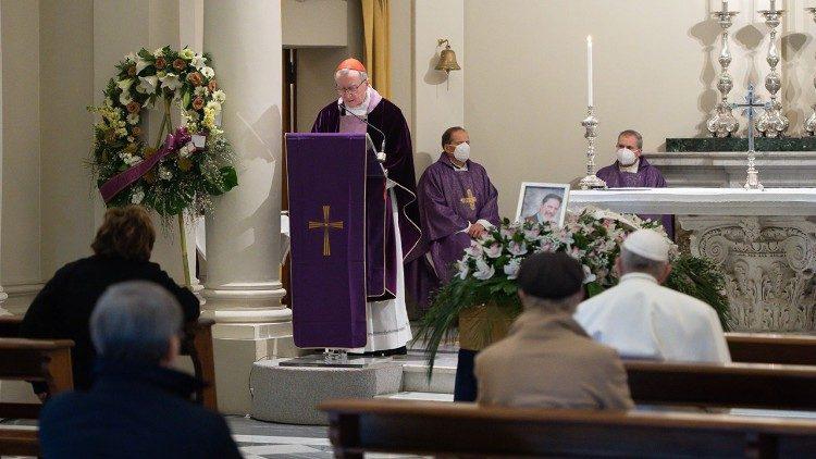 Папа Франциск принял участие в похоронах своего личного врача