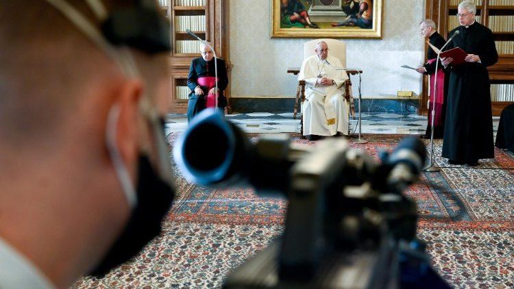 «Пойди и посмотри»: опубликовано послание Папы Франциска на 55-й Всемирный день социальных коммуникаций