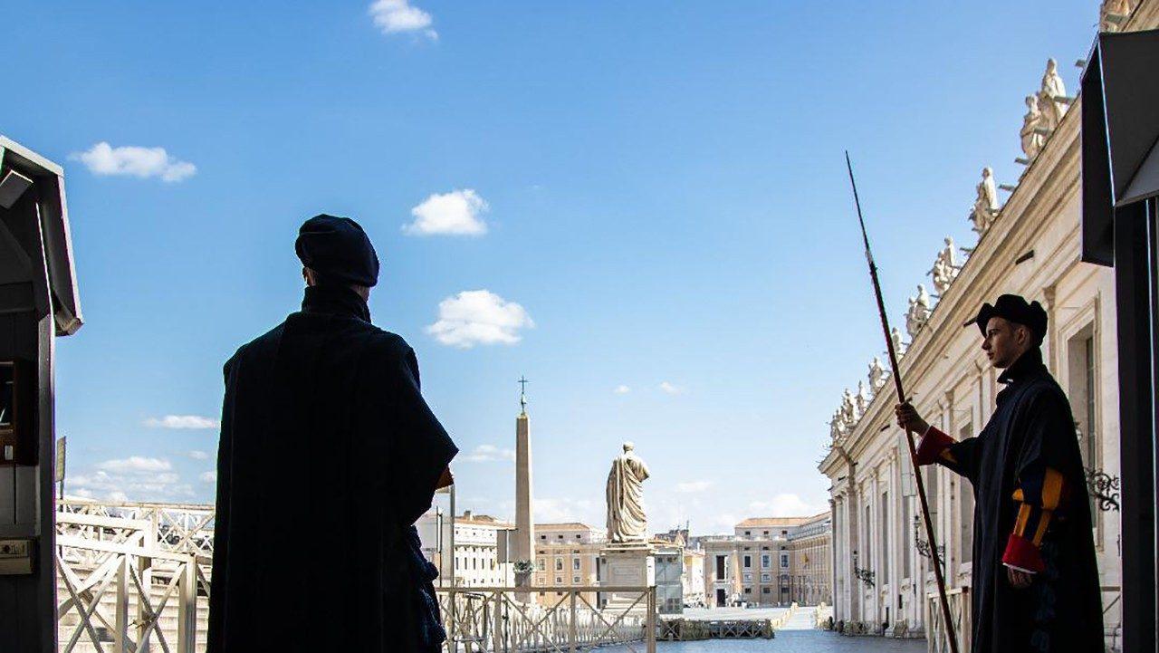 Почему именно швейцарцы служат в Папской охране?