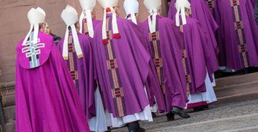 В течение последней недели от последствий COVID-19 скончалось девять католических епископов