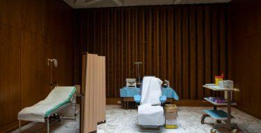 В Ватикане пояснили, что за отказ от прививки не должно накладываться никаких санкций