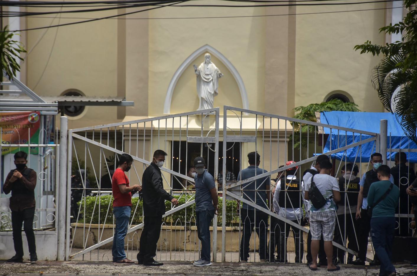 Папа молится о жертвах теракта в Индонезии