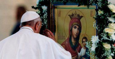 В своей катехезе на общей аудиенции в канун торжества Благовещения Папа Франциск призвал верных молиться вместе с Девой Марией