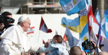 Торжество Святого Иосифа – повод, чтобы поздравить Папу нынешнего и Папу предыдущего