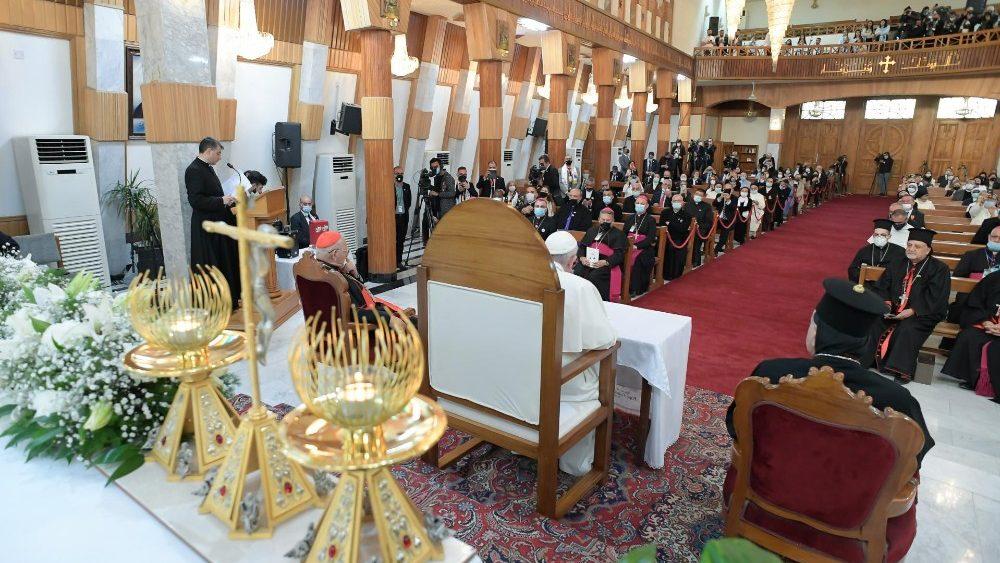 Папа Франциск встретился с католическим духовенством Ирака