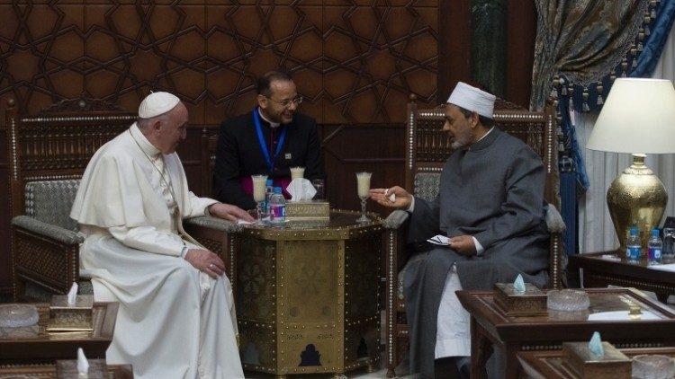 Верховный имам Университета Аль-Азхар молится об успехе визита Папы в Ирак