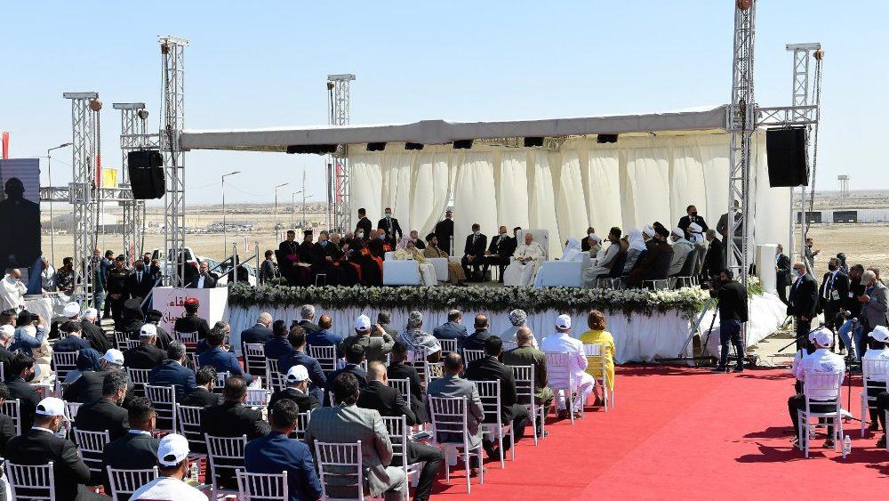 Визит Папы Франциска в Ирак продолжился общением с представителями авраамических религий