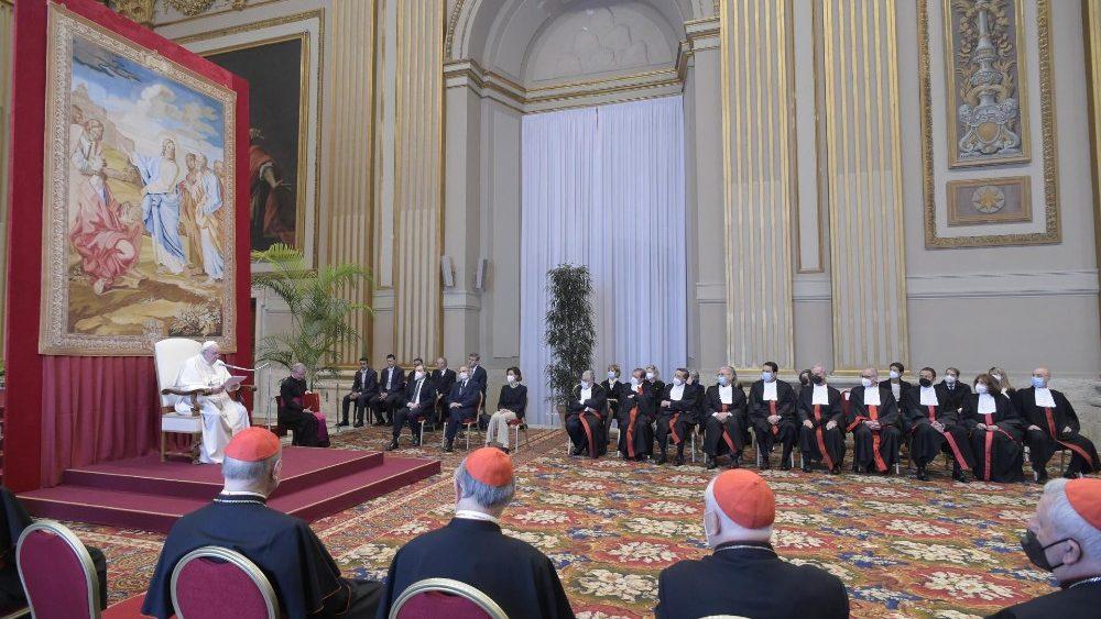 Папа: Церковь должна быть образцом финансовой прозрачности