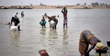 Папа считает, что «борьба с изменением климата и борьба с крайней нищетой» взаимозависимы
