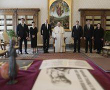 Денис Шмыгаль передал Папе Франциску приглашение посетить Украину по случаю 30-летия независимости