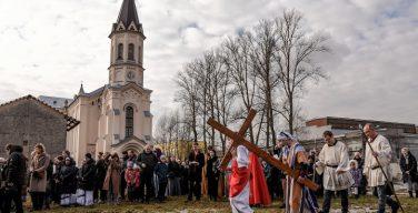 В Петербурге католики провели Общегородской Крестный путь