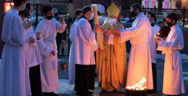 Католики Сибири встретили Христа Воскресшего: Навечерие Пасхи в Кафедральном соборе Преображенской епархии