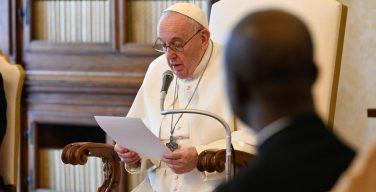 На общей аудиенции Папа Франциск подчеркнул значение устной молитвы