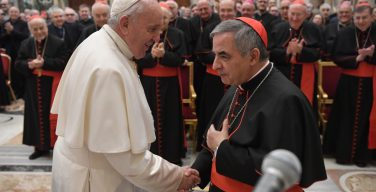 Папа совершил Мессу Вечери Господней в доме кардинала Беччу