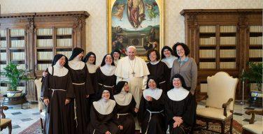 Папа: возрождение начинается с Бога и общинного духа