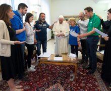 Папа: служа отверженным и нуждающимся, мы служим Христу