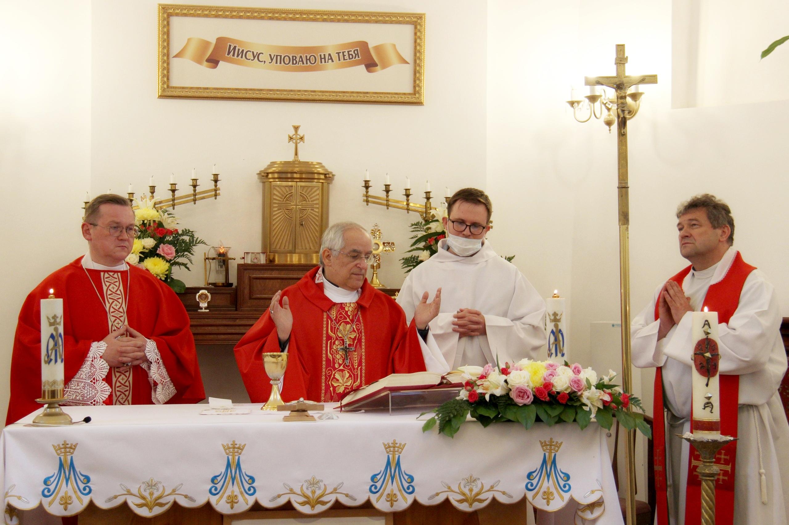 Апостольский нунций посетил Гатчину (ФОТО)