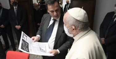 Папа Франциск посетил Палаццо Пио, где располагаются главные СМИ Ватикана