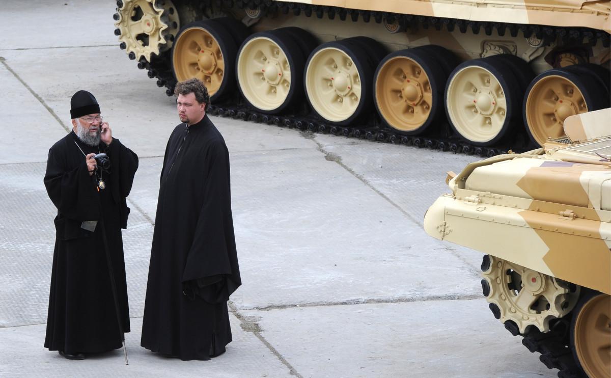 РПЦ подумывает об отказе от освящения оружия — СМИ