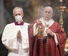 В торжество Пятидесятницы Папа Франциск призвал верных стать в окружающем мире «утешителями»