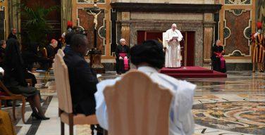Папа встретился с новыми послами и пригласил к молитве о Святой Земле
