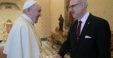 Папа встретился с президентом Латвии