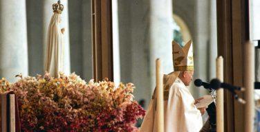 Папа: вверим себя опеке Богородицы Фатимской