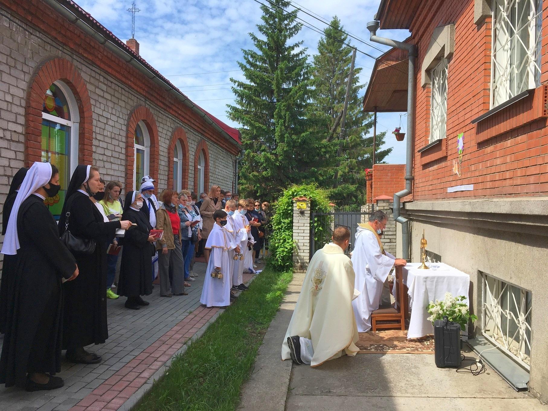 О праздновании торжества Пресвятых Тела и Крови Христа в приходе францисканцев (Новосибирск)