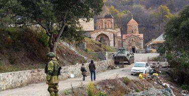 Макрон призвал сохранить христианские и мусульманские святыни в Карабахе