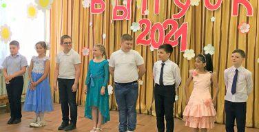 Последний звонок прозвенел в Католической школе Новосибирска (ФОТО)