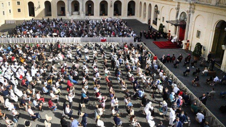 Папа Франциск провел последнюю общую аудиенцию перед началом летних каникул