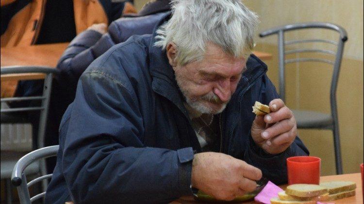 Папа Франциск поблагодарил Церковь Аргентины за помощь бездомным