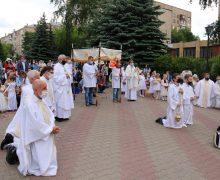 В праздновании торжества Пресвятых Тела и Крови Христа в Москве принял участие Апостольский нунций в Российской Федерации (+ФОТО)