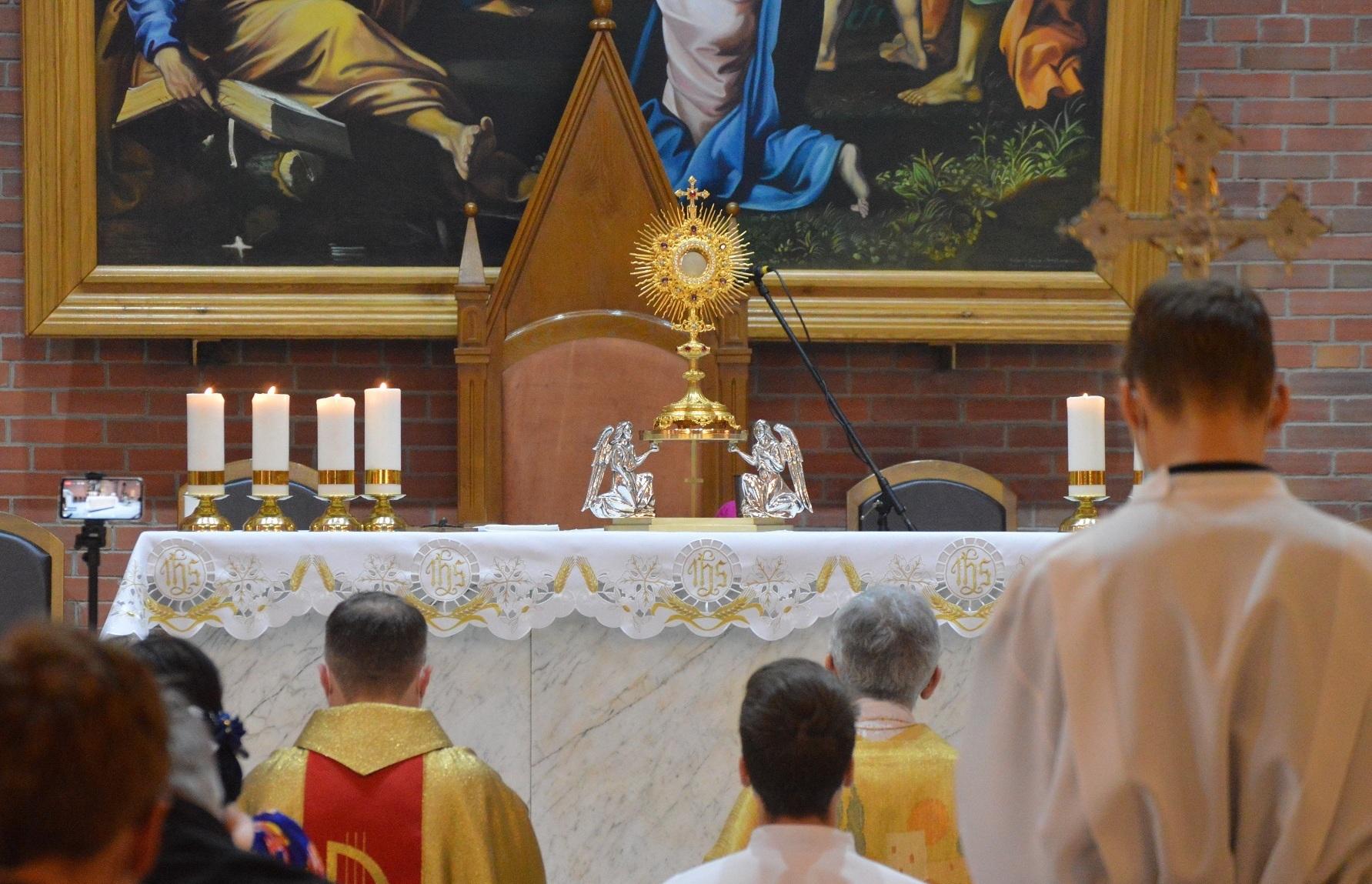 Торжество Пресвятых Тела и Крови Христа в Кафедральном соборе Новосибирска