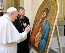Папа Франциск благословил икону Святого Семейства из Джублыка