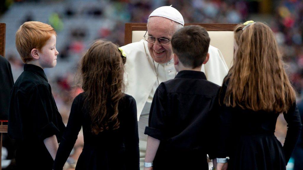 Папа: Народ Божий созидается пастырями и семьями