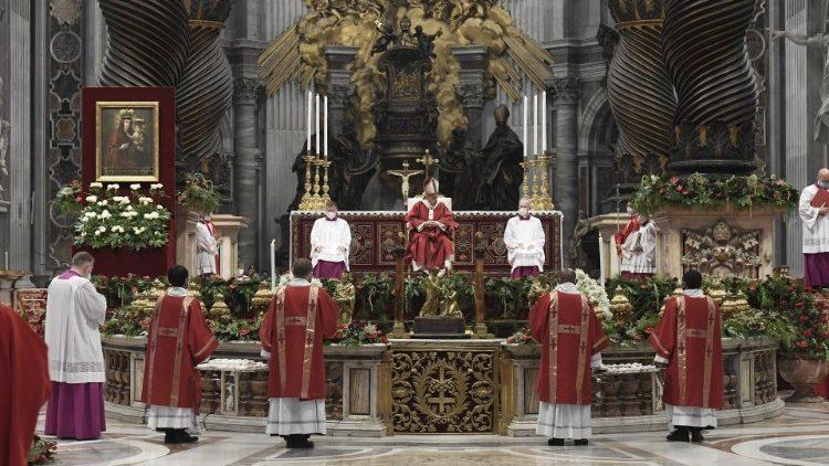 В торжество Святых Первоверховных Апостолов Петра и Павла Папа Франциск возглавил праздничную Мессу в соборе Святого Петра